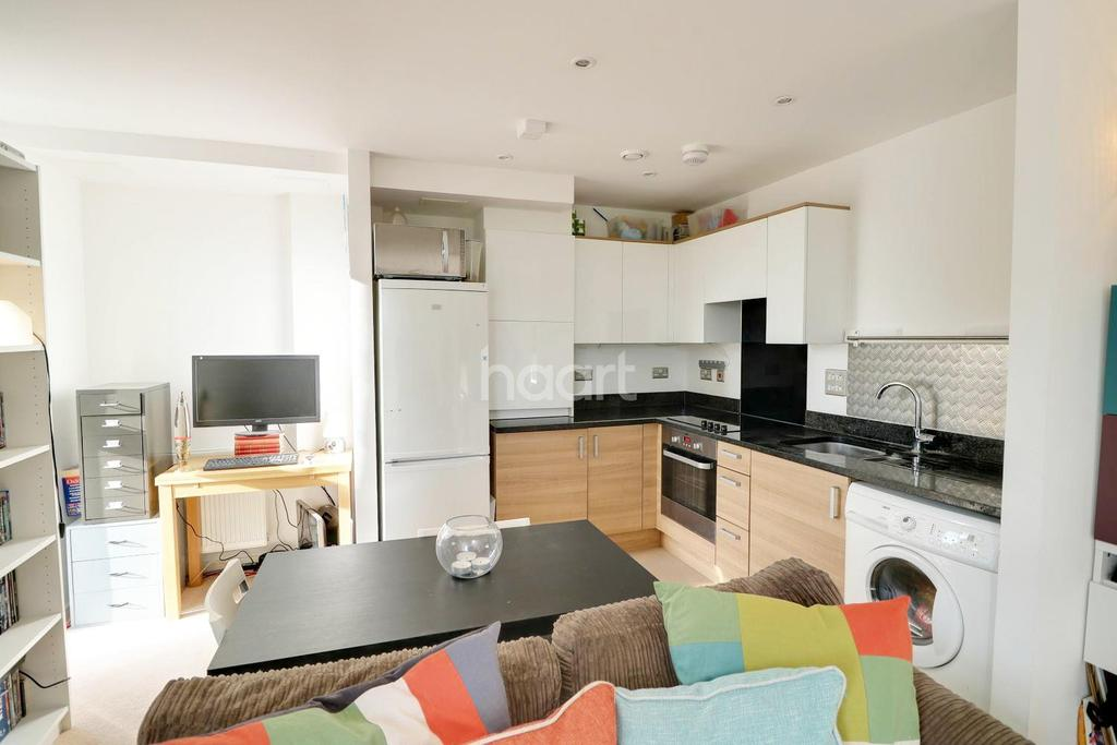 1 Bedroom Flat for sale in Violet Court, London NW9