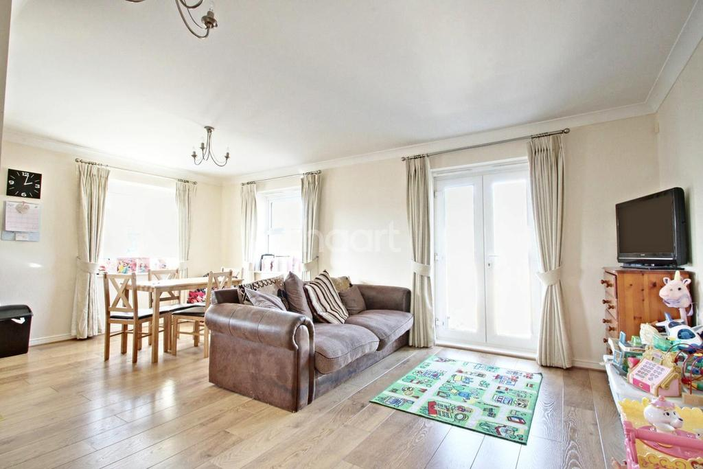 4 Bedrooms Flat for sale in Randall Close, Witham