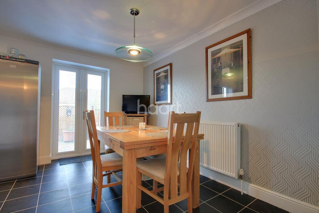 4 Bedrooms End Of Terrace House for sale in Woodrush Close, Braintree
