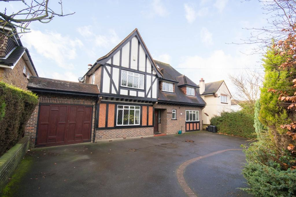 6 Bedrooms Detached House for sale in Hanging Hill Lane, Hutton, Brentwood, Essex, CM13