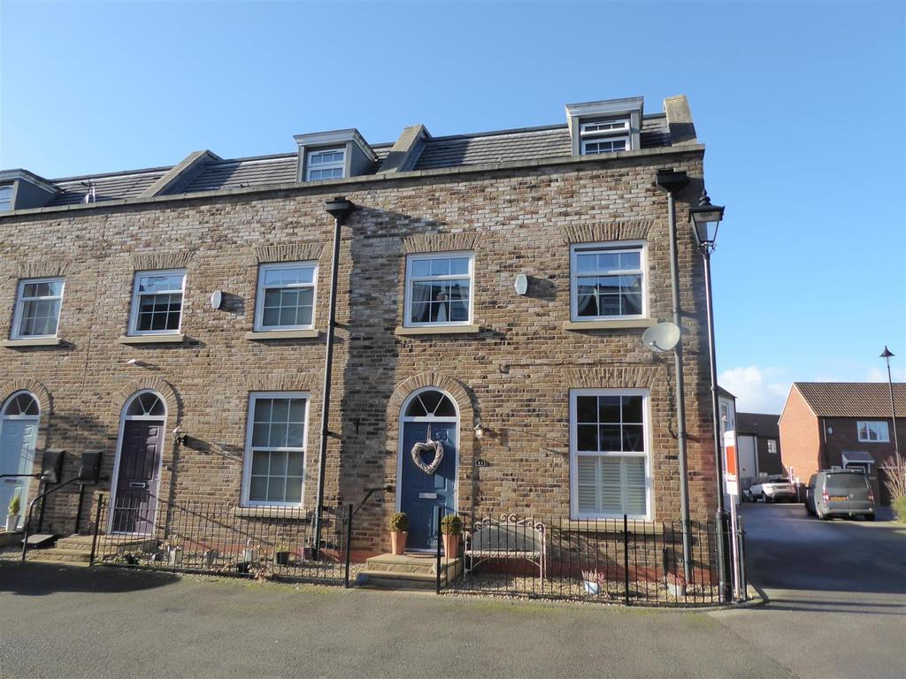 3 Bedrooms Terraced House for sale in Peterson Drive, New Waltham