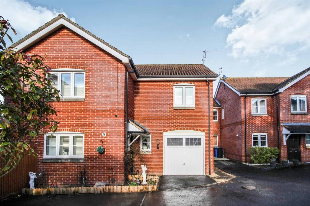 4 Bedrooms Detached House for sale in Wellow Gardens, Oakdale, POOLE, Dorset