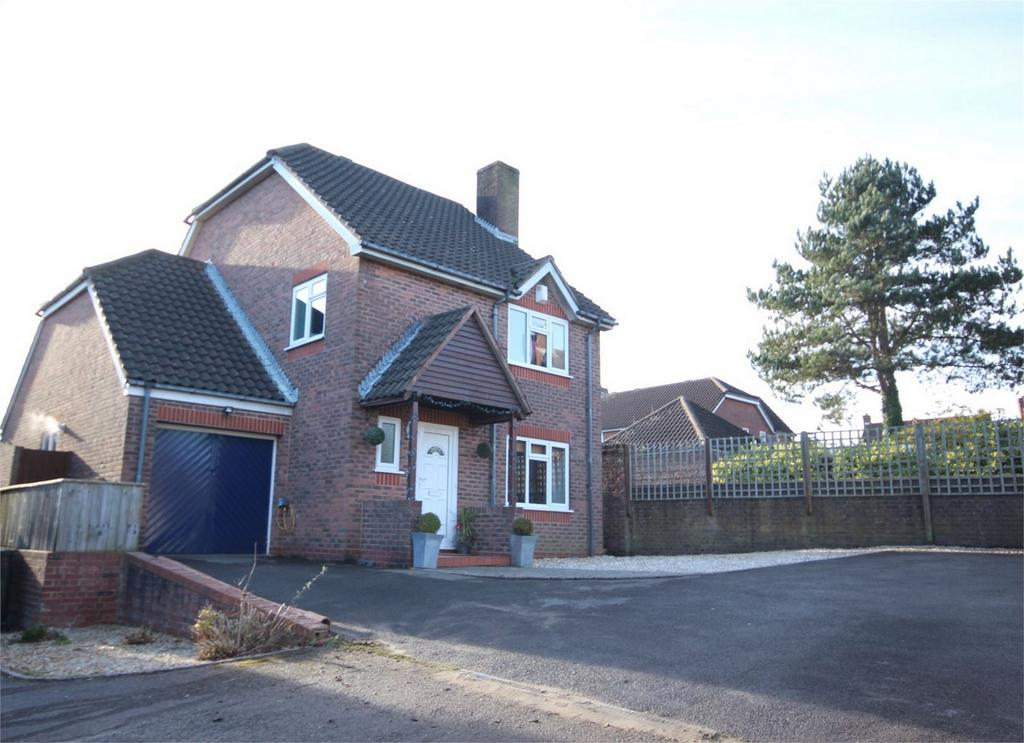 5 Bedrooms Detached House for sale in Cowslip Road, Broadstone, Poole, Dorset