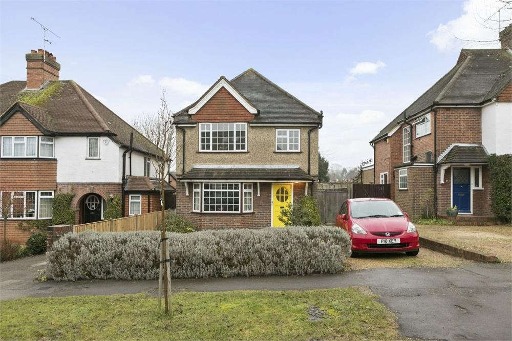 3 Bedrooms Detached House for sale in Daryngton Drive, Guildford, Surrey