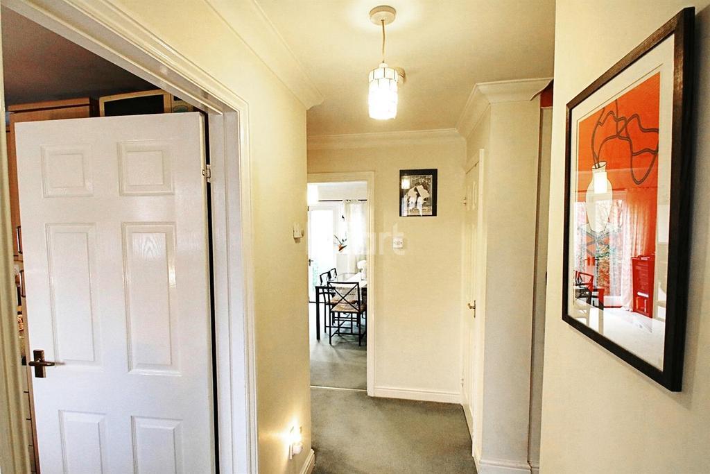 3 Bedrooms Semi Detached House for sale in Belmont Road, hemel Hempstead