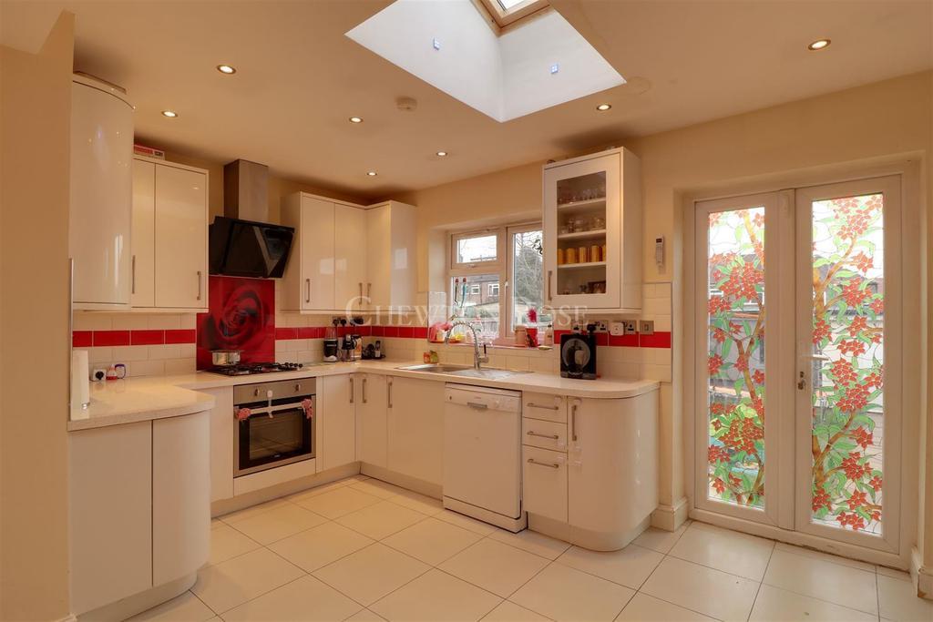 5 Bedrooms Terraced House for sale in Buckhurst Hill