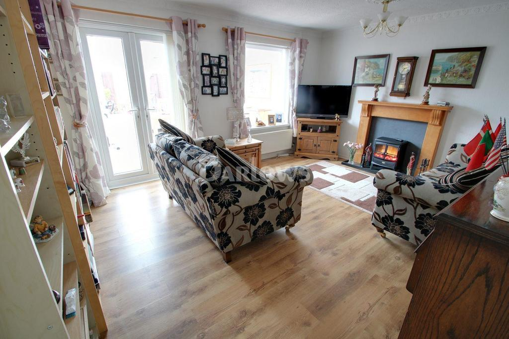 2 Bedrooms Bungalow for sale in Pavaland Close, St Mellons. Cardiff