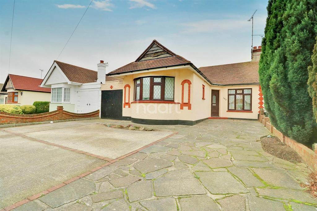 2 Bedrooms Bungalow for sale in Rochford Road
