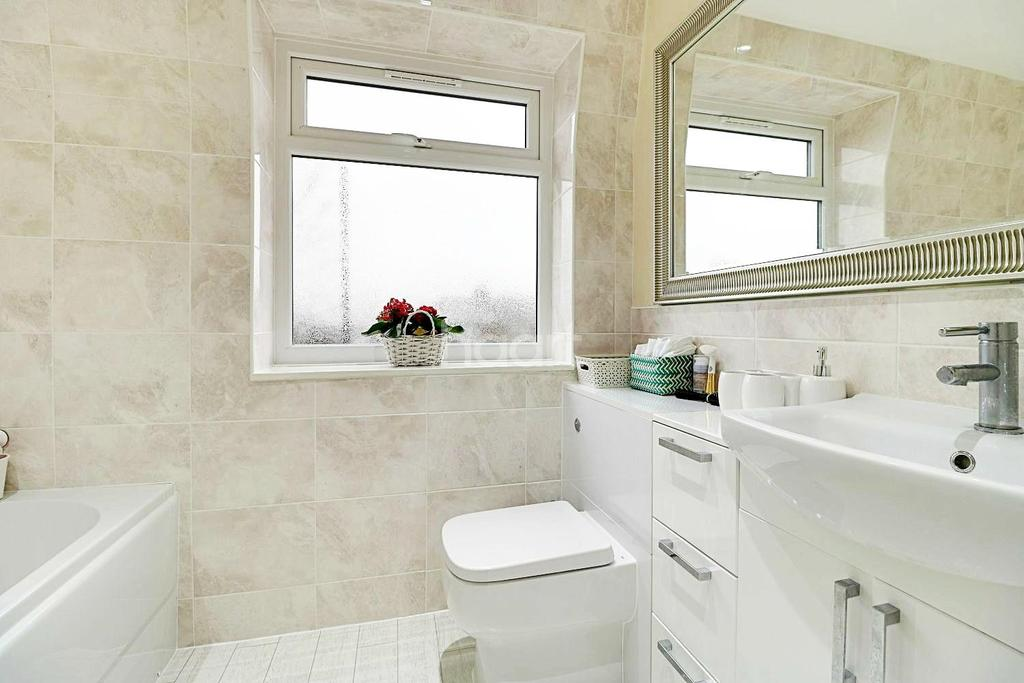 3 Bedrooms Semi Detached House for sale in Port Avenue, Greenhithe, DA9