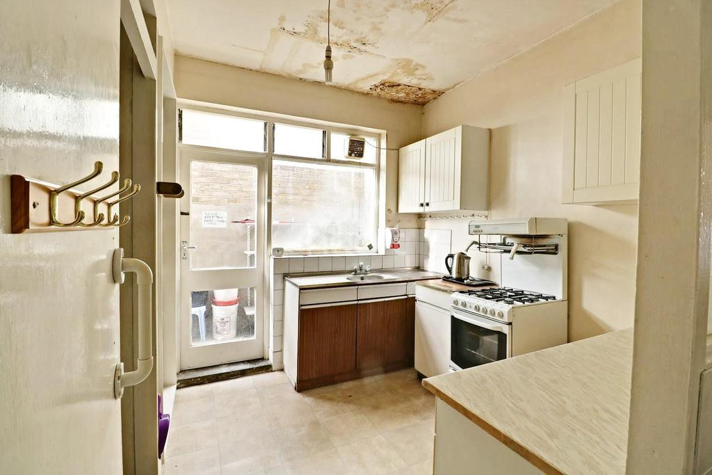 5 Bedrooms Terraced House for sale in Fillebrook Road, Leytonstone