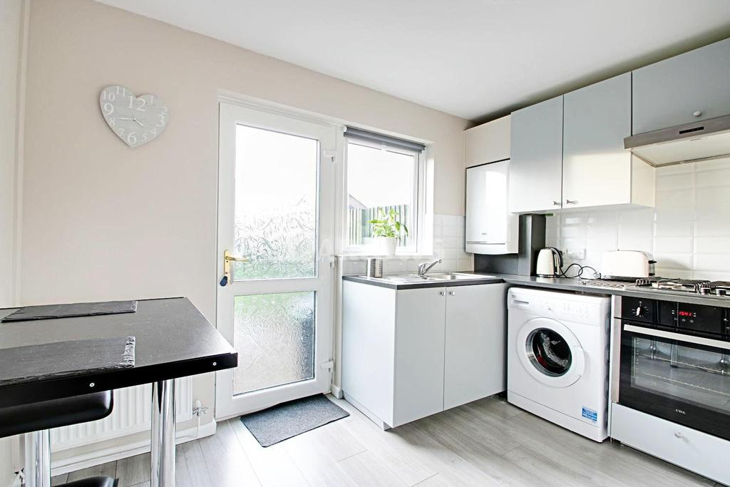 2 Bedrooms Terraced House for sale in Richard Lewis Close, Danescourt