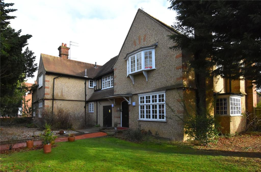 2 Bedrooms Flat for sale in Hall Place, St. Peter's Street, St. Albans, Hertfordshire