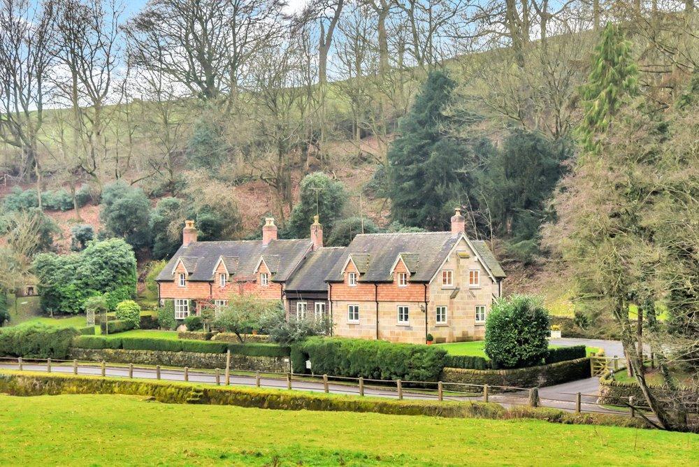5 Bedrooms Detached House for sale in Ellastone, Ashbourne, Staffordshire