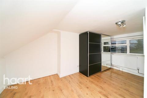 3 bedroom flat to rent - Highfield Road, Acton, W3