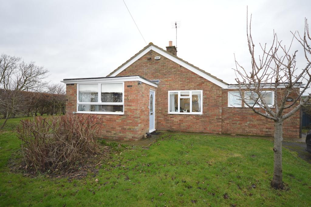 3 Bedrooms Detached Bungalow for sale in Ashbeach Drove, Ramsey St. Mary
