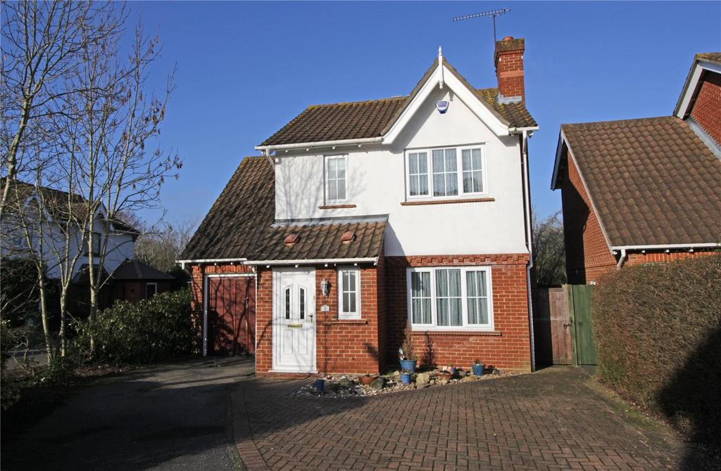 3 Bedrooms Detached House for sale in Burr Close, Langdon Hills, Essex, SS16