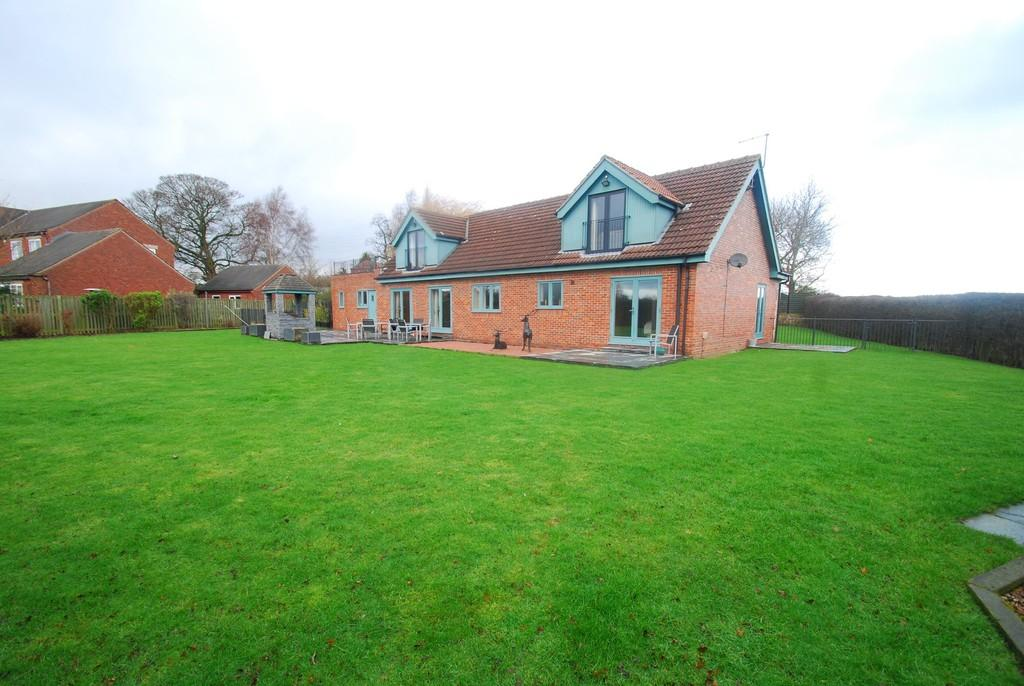4 Bedrooms Detached Bungalow for sale in Tipsey Court, Mapplewell S75