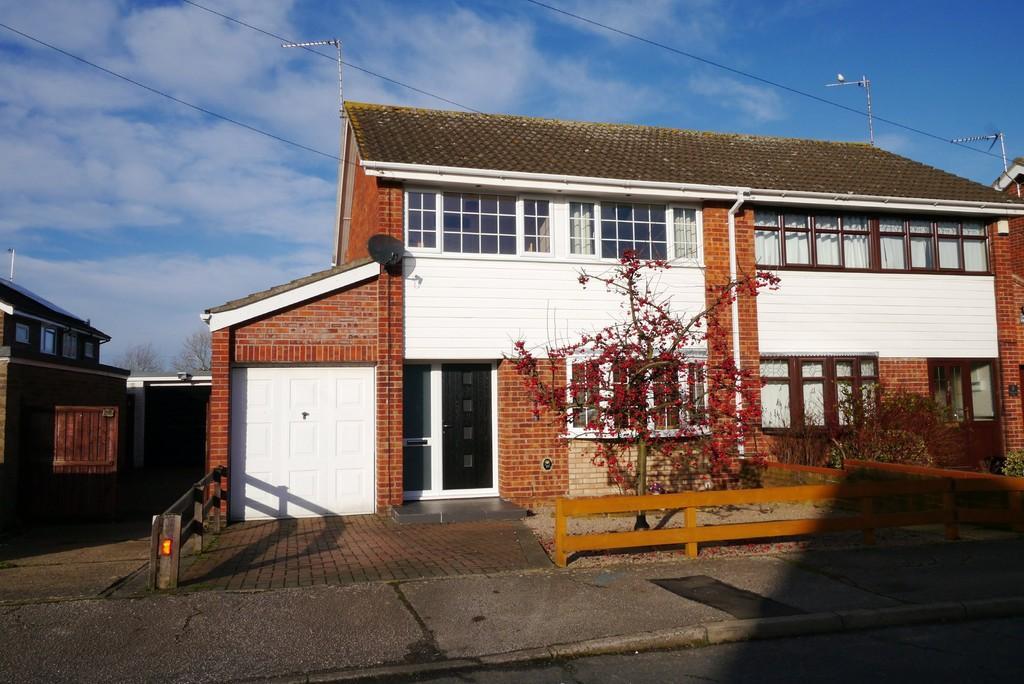 3 Bedrooms Semi Detached House for sale in Desmond Close, Oulton, Lowestoft