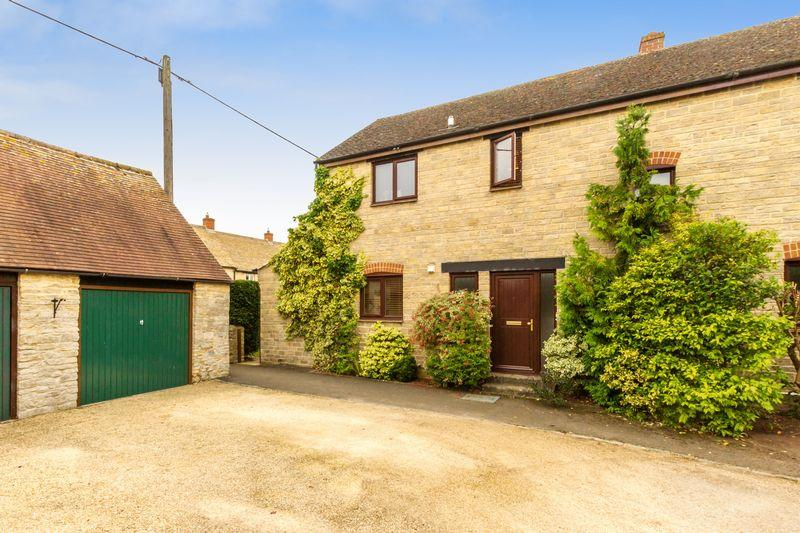 3 Bedrooms Semi Detached House for sale in Hollow Furlong, Cassington