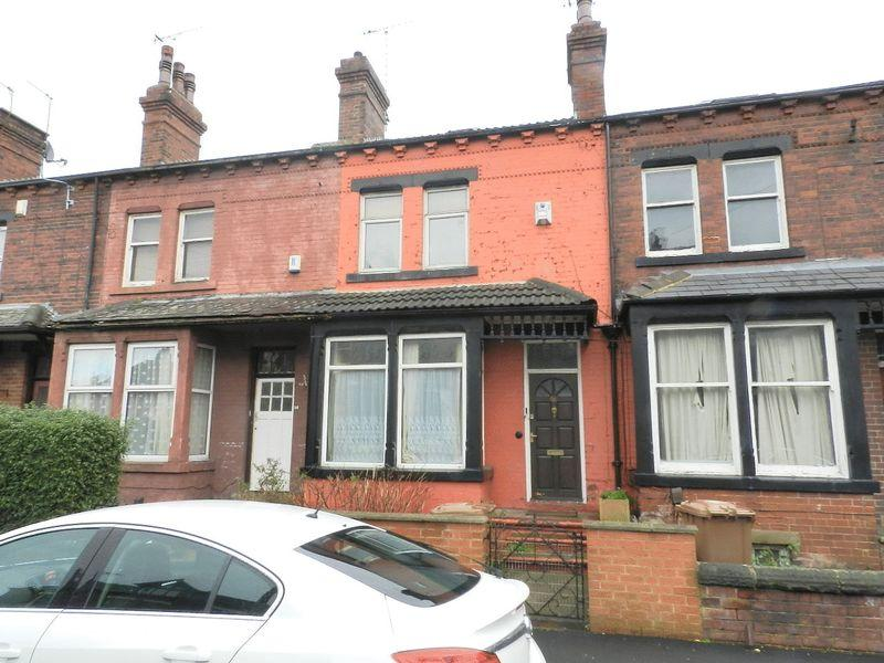 4 Bedrooms Terraced House for sale in Kirkstall Avenue, Leeds