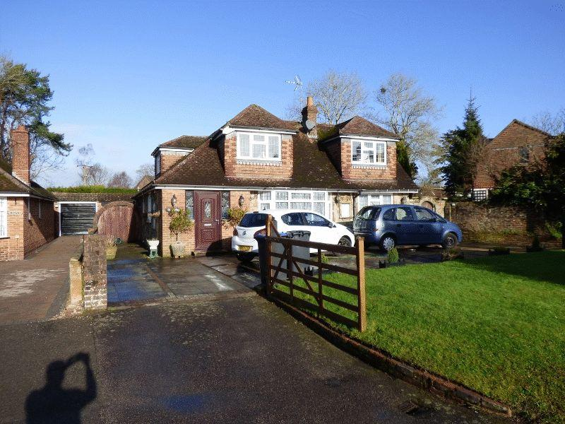 4 Bedrooms Bungalow for sale in Horsham Road, Handcross