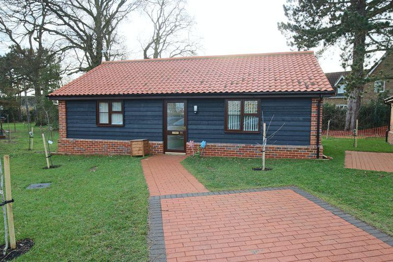 2 Bedrooms Detached Bungalow for sale in Chapel Road, Lowestoft