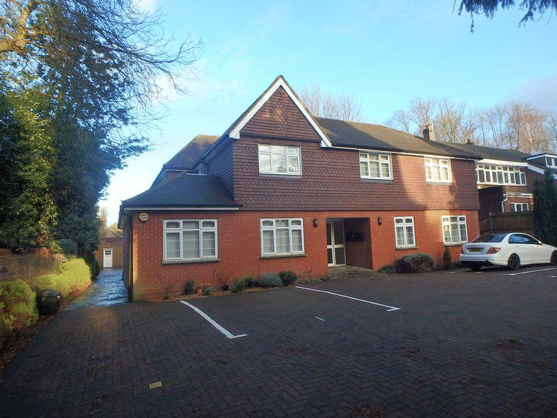 2 Bedrooms Apartment Flat for sale in College Road, Epsom