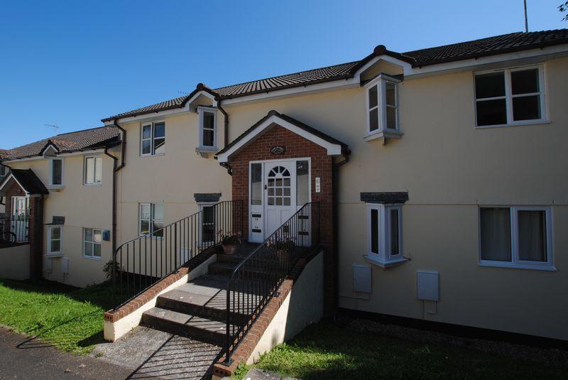 2 Bedrooms Apartment Flat for sale in Biscombe Gardens, Saltash