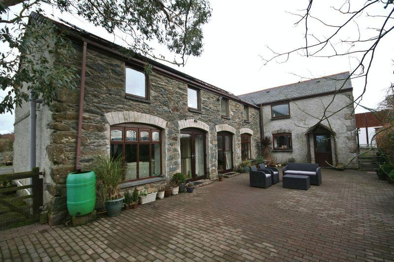 5 Bedrooms Barn Conversion Character Property for sale in Bryngwran, Anglesey