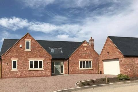 5 bedroom detached bungalow for sale - Oak Tree Way, Whitchurch