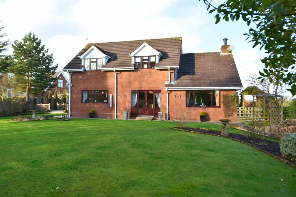 3 Bedrooms Detached House for sale in Willowbank, Westhead