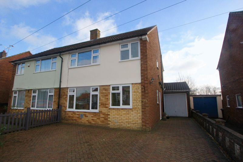 3 Bedrooms Semi Detached House for sale in Fairgreen Road, Luton