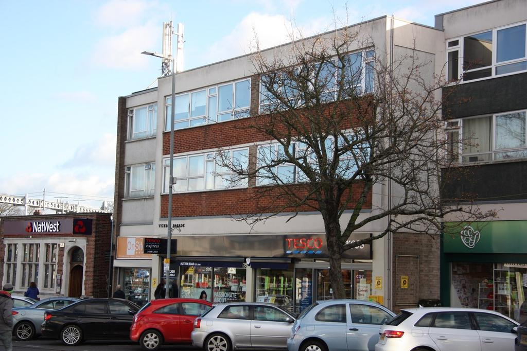 2 Bedrooms Apartment Flat for sale in Hutton Road, Shenfield, Brentwood, CM15