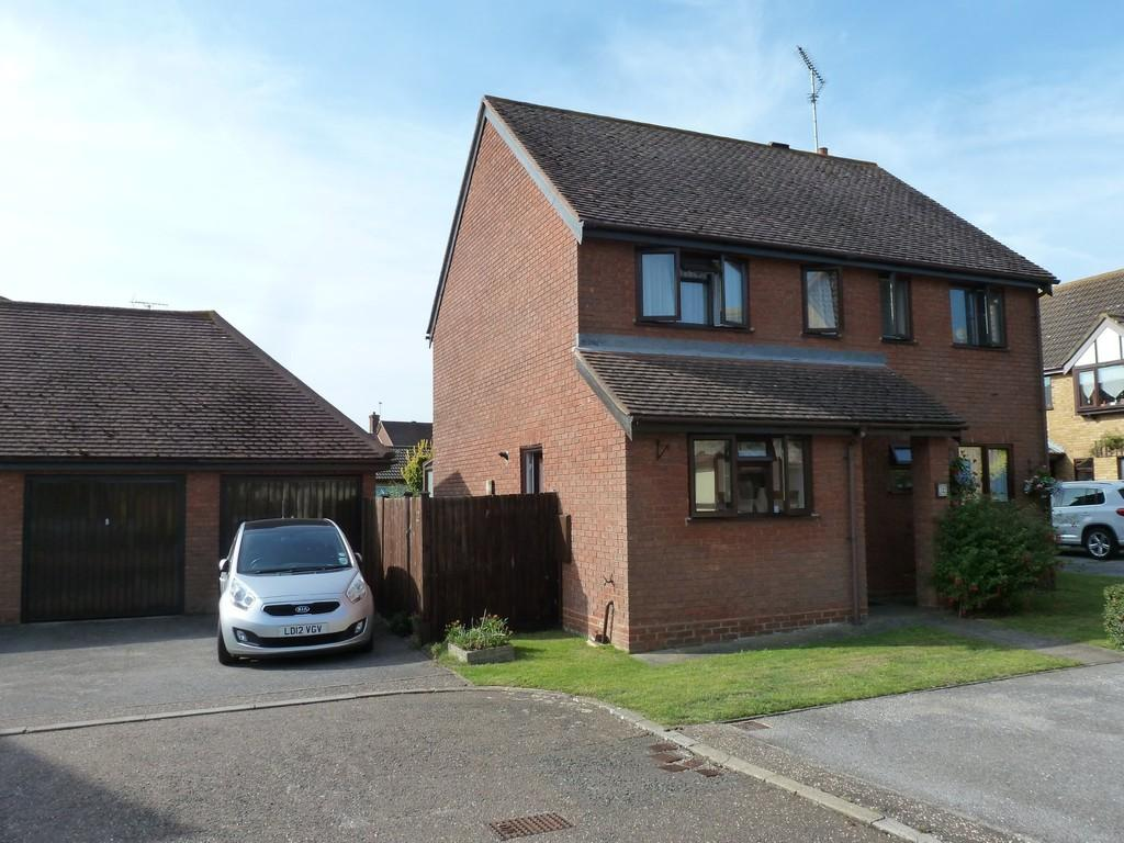 3 Bedrooms Detached House for sale in Lambourne Grove, Maldon