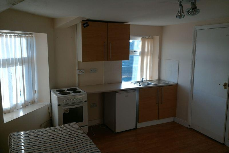 Derby road liverpool 1 bed apartment 260 pcm 60 pw for How to decorate a one bedroom apartment cheap