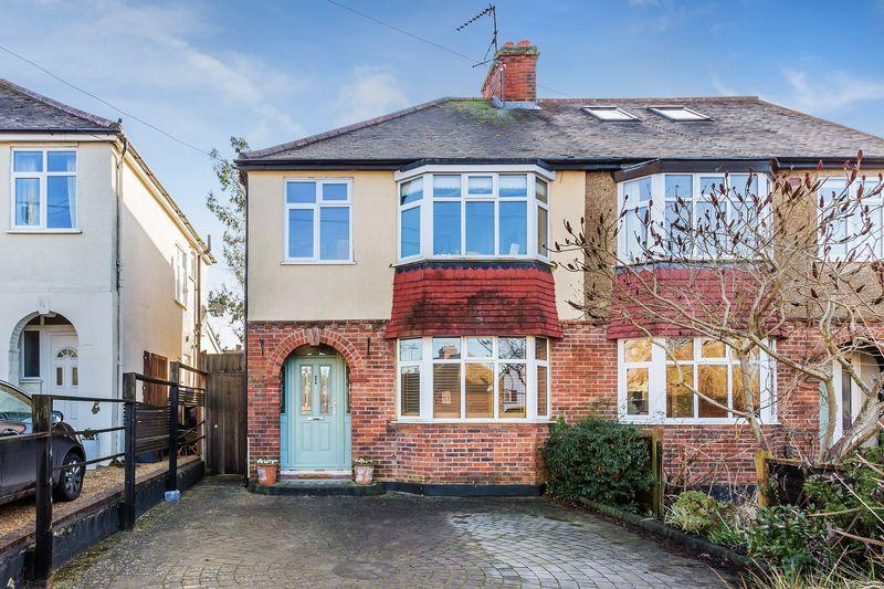 3 Bedrooms Semi Detached House for sale in Rydes Hill Road, Guildford