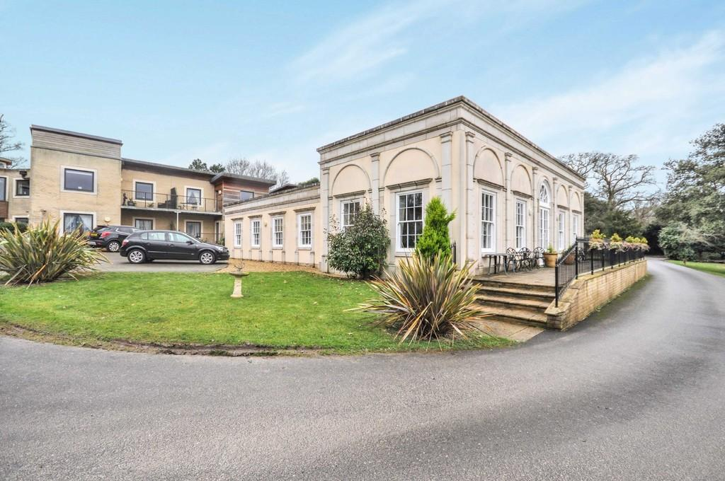 2 Bedrooms Ground Flat for sale in Layer Road, Abberton, CO5 7NL