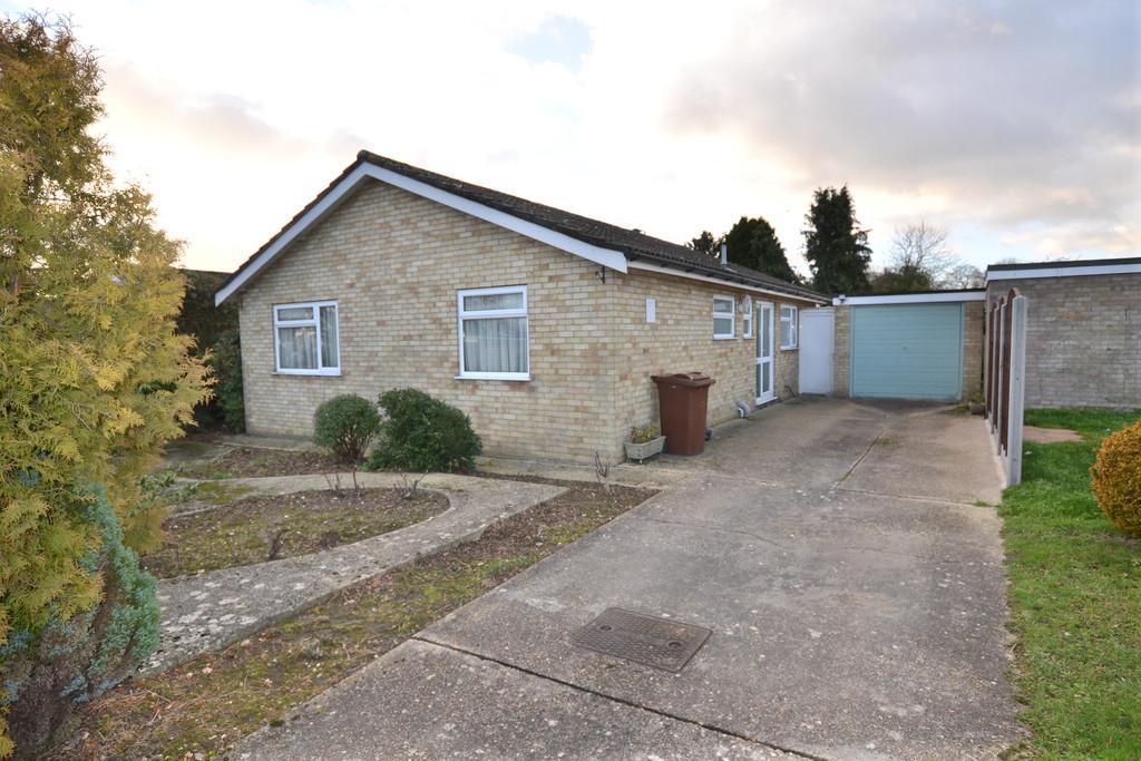 3 Bedrooms Detached Bungalow for sale in Hawk Crescent, Diss, Norfolk