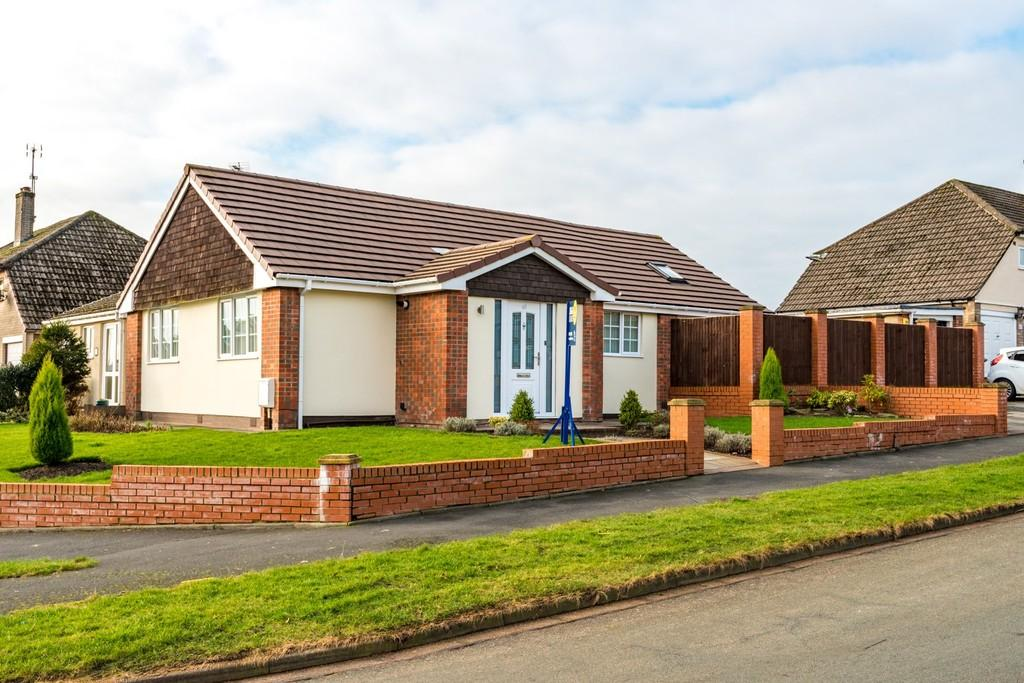 3 Bedrooms Semi Detached Bungalow for sale in Avon Road, Billinge, Nr Wigan