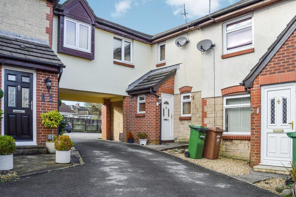3 Bedrooms Terraced House for sale in Bron Y Garth, Penpedairheol