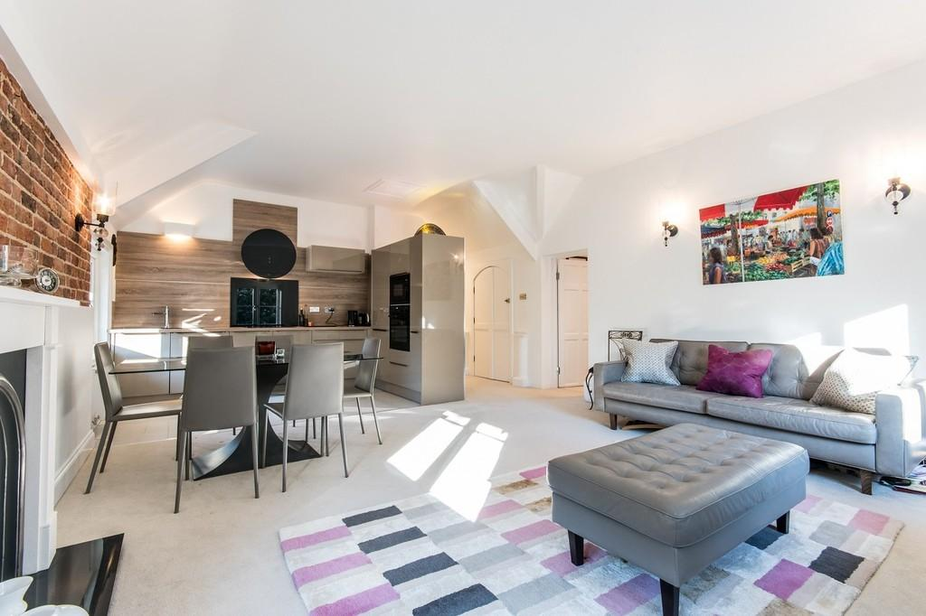 2 Bedrooms Apartment Flat for sale in Portsmouth Road, Esher