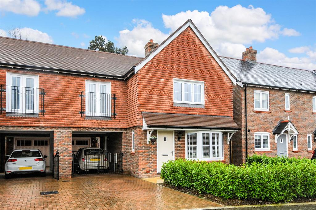 4 Bedrooms Semi Detached House for sale in Nightingale Lane, Barnham