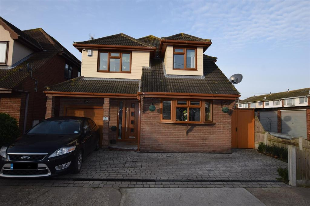 4 Bedrooms Detached House for sale in Zider Pass, Canvey Island