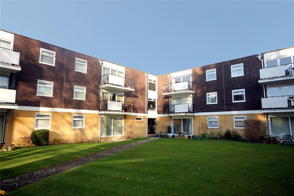 2 Bedrooms Flat for sale in High Pines, St. Georges Close, Highcliffe-On-Sea, Dorset, BH23