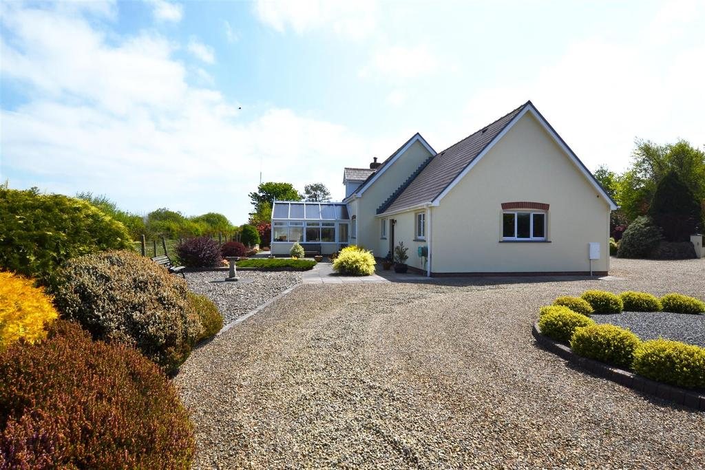 5 Bedrooms Detached House for sale in Letterston