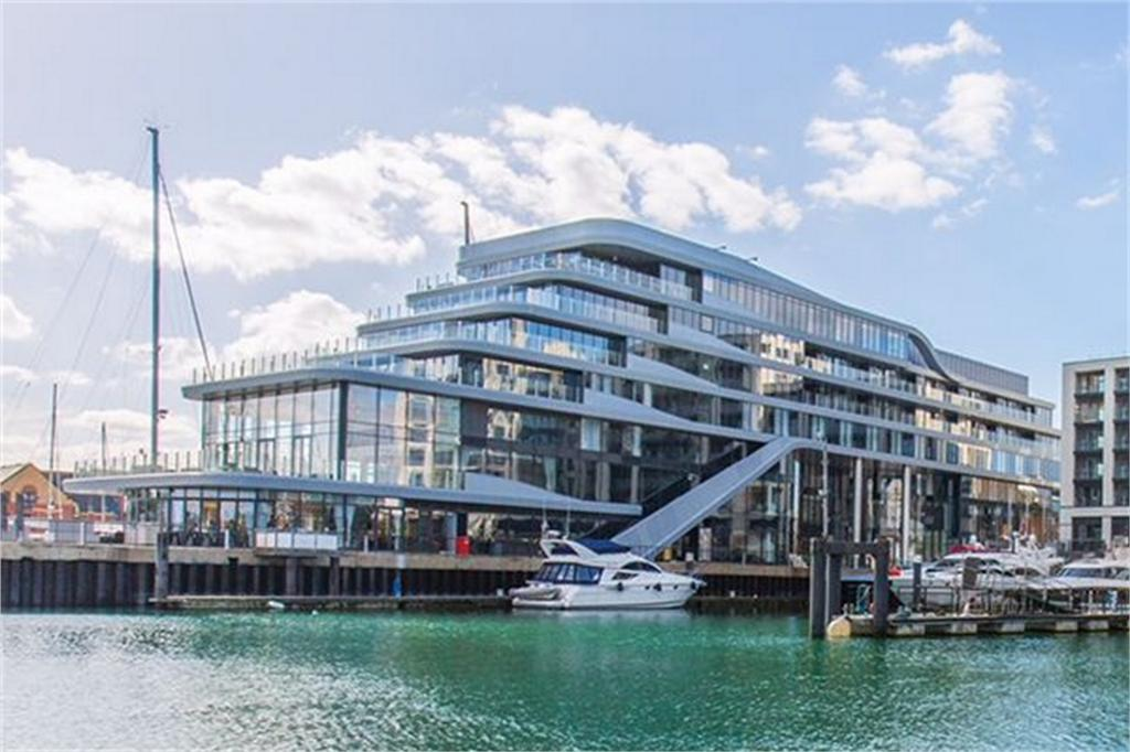 2 Bedrooms Flat for rent in Above Harbour House Hotel, Ocean Village, Hampshire