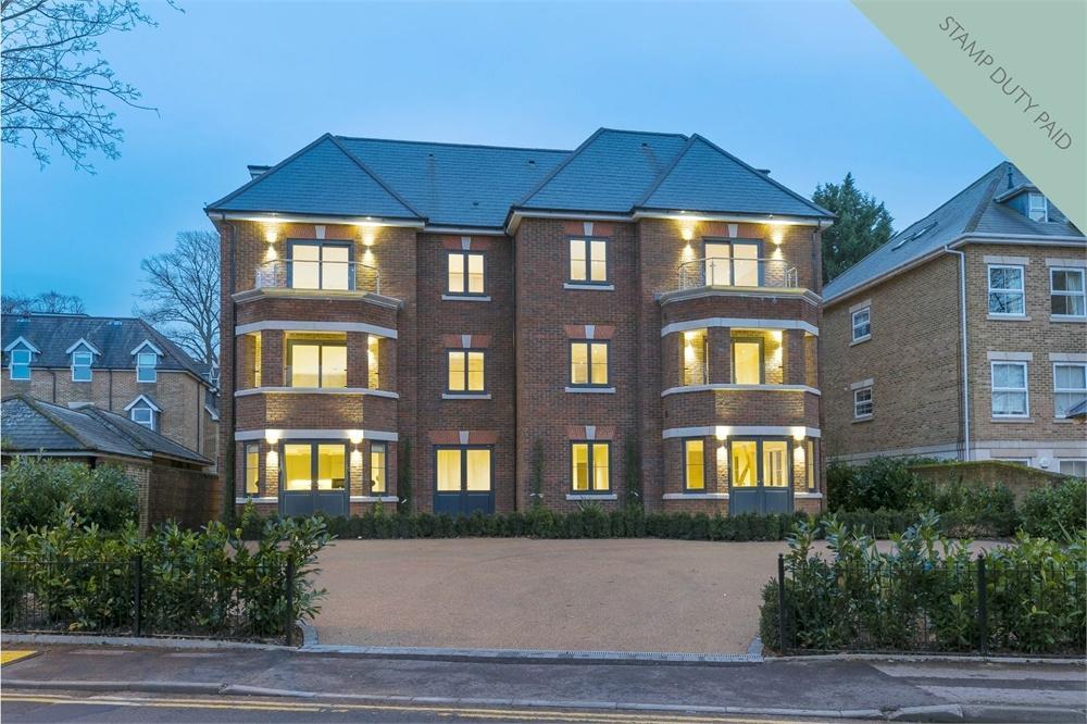 2 Bedrooms Flat for sale in Epsom Road, Guildford, Surrey