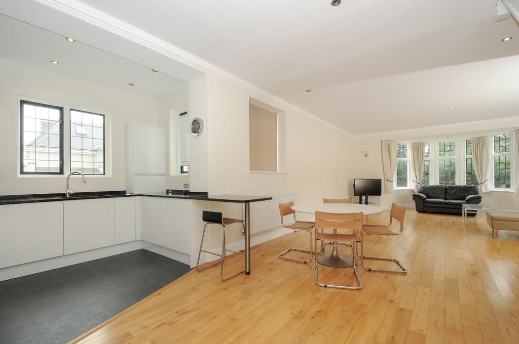 2 Bedrooms Apartment Flat for rent in Denbridge Road Bickley BR1