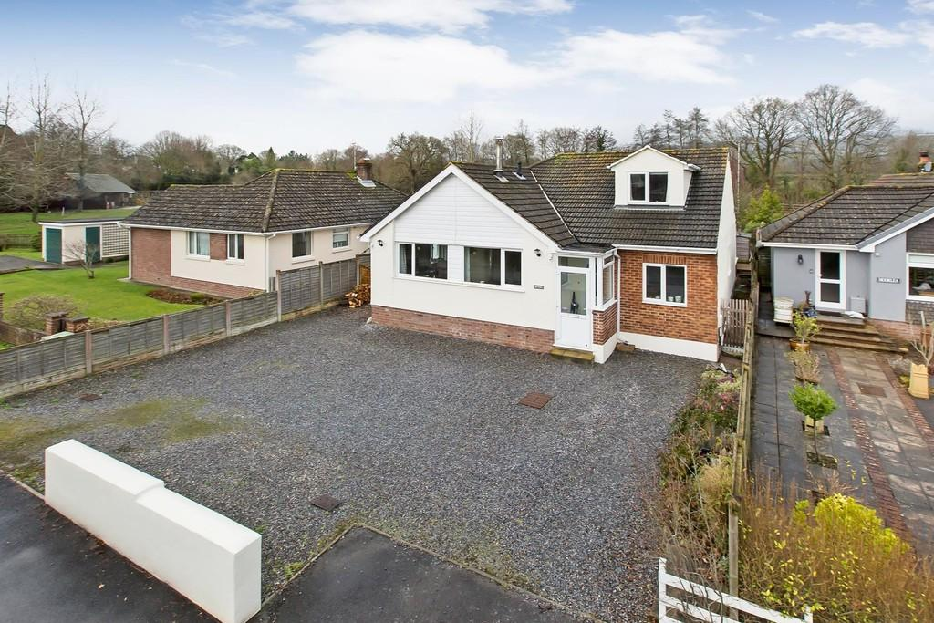 4 Bedrooms Detached Bungalow for sale in Avenue Road, Bovey Tracey