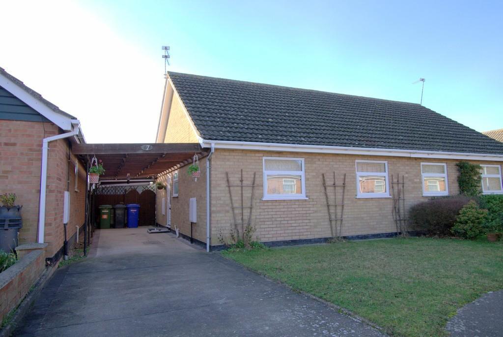 2 Bedrooms Semi Detached Bungalow for sale in Wheatacre Drive, Corton, Lowestoft